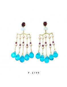 Pendientes de oro amarillo con granates, calcedonias, perlas y topacios azules sintéticos