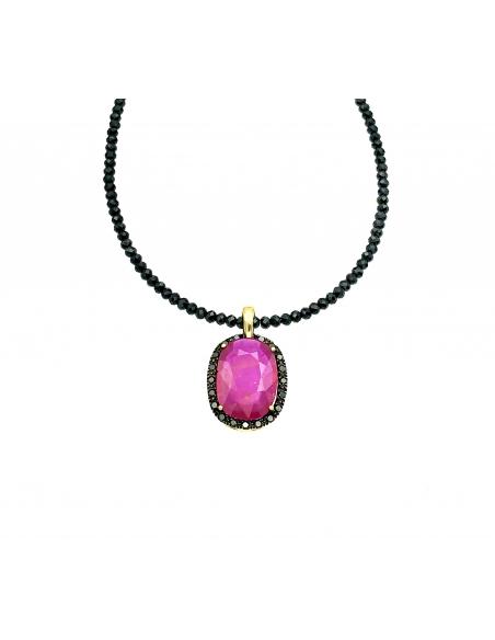 Colgante en oro amarillo de 1ª ley con rubí natural facetado de Madagascar y diamantes negros talla brillante